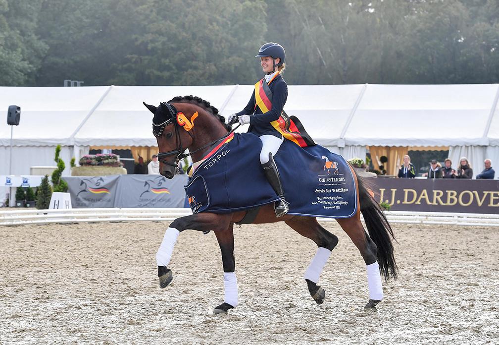 Fynch Hatton-web-stallion-09-20-01_1771 2-kiki-beelitz-bundeschampionat2020-red-v2